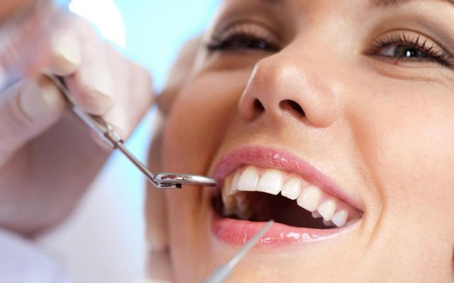 Oggi anche il dentista è low cost